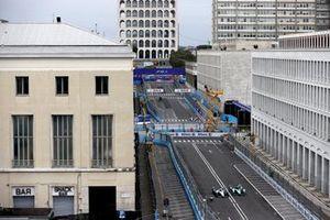 Nyck de Vries, Mercedes-Benz EQ, EQ Silver Arrow 02, lotta con Sam Bird, Jaguar Racing, Jaguar I-Type 5