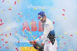 Jake Dennis, BMW i Andretti Motorsport, 1st position, sprays the victory Champagne