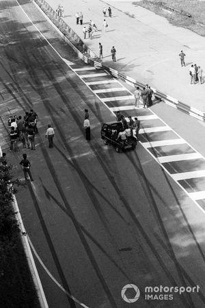 Aufräumarbeiten nach dem Startunfall beim GP Italien 1978 in Monza