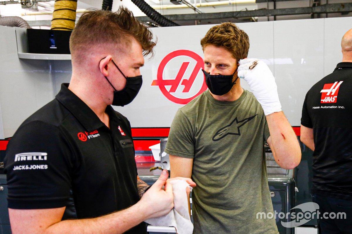 Romain Grosjean, Haas F1 retuns to the garage after his crash