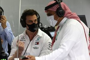Toto Wolff, Executive Director - Business, Mercedes AMG, with Prince Khalid Bin Sultan Al Faisal, president of the Saudi Arabian motorsport federation, in the garage