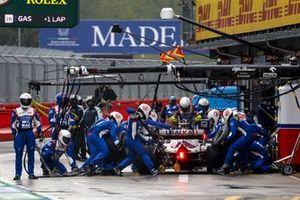 Mick Schumacher, Haas VF-21, makes a pit stop