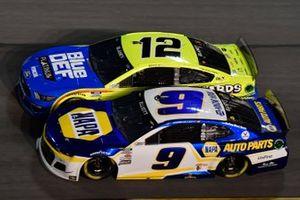 Chase Elliott, Hendrick Motorsports, Chevrolet Camaro NAPA Auto Parts Ryan Blaney, Team Penske, Ford Mustang Menards/Blue DEF/PEAK
