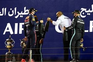 Max Verstappen, Red Bull Racing, 2nd position, Lewis Hamilton, Mercedes, 1st position, Valtteri Bottas, Mercedes, 3rd position, and the Mercedes trophy delegate celebrate on the podium