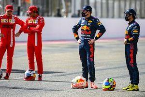 Charles Leclerc, Ferrari, Carlos Sainz Jr., Ferrari, Max Verstappen, Red Bull Racing, en Sergio Perez, Red Bull Racing