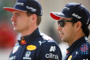 Max Verstappen, Red Bull Racing RB16B en Sergio Perez, Red Bull Racing RB16B
