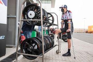 Alex Marquez, Team LCR Honda, leg in cast