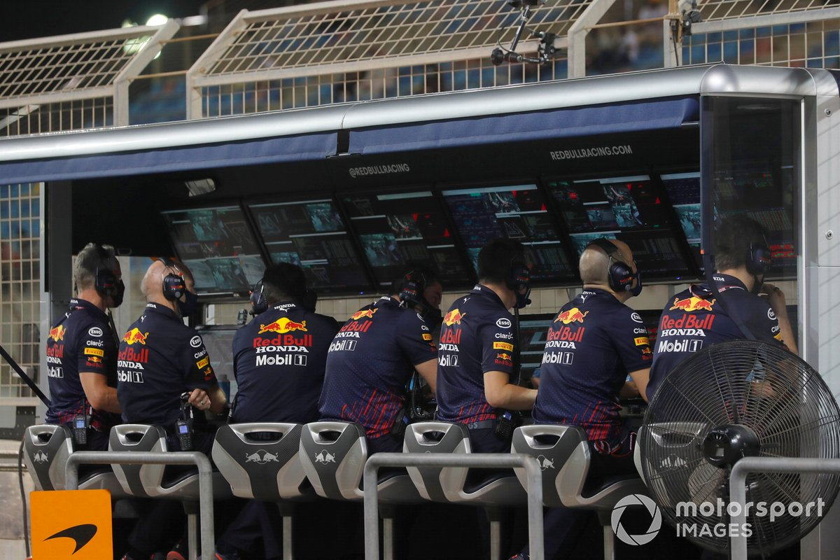 Il team Red Bull al muretto dei box