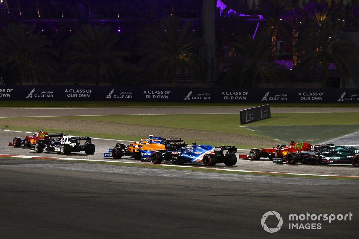 Pierre Gasly, AlphaTauri AT02, Daniel Ricciardo, McLaren MCL35M, Lando Norris, McLaren MCL35M
