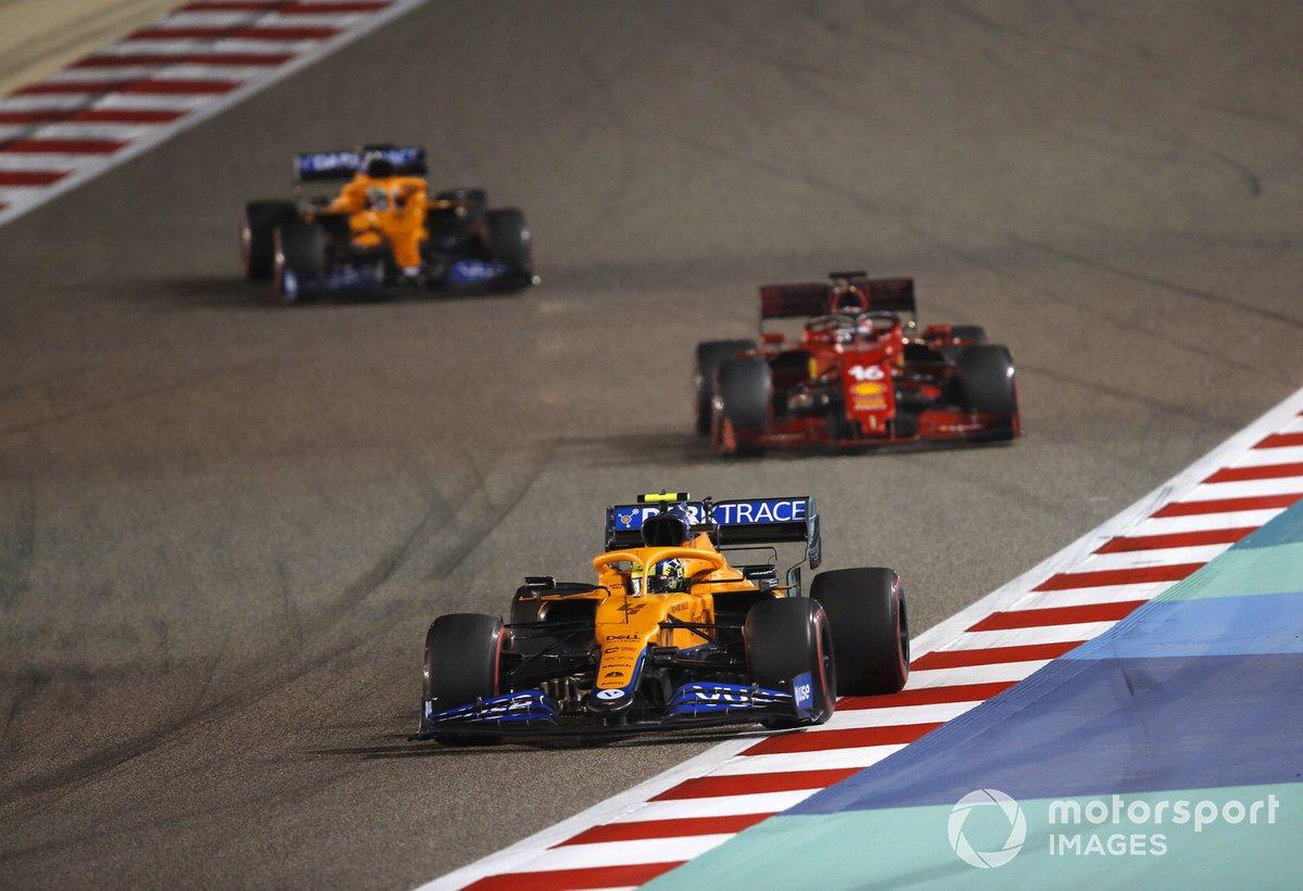 Lando Norris, McLaren MCL35M Charles Leclerc, Ferrari SF21 e Daniel Ricciardo, McLaren MCL35M