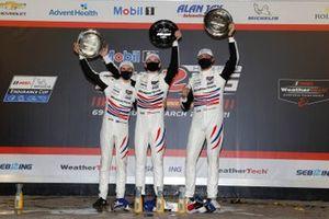 Podio: #79 WeatherTech Racing Porsche 911 RSR - 19, GTLM: Mathieu Jaminet, Matt Campbell, Cooper MacNeil en el podio