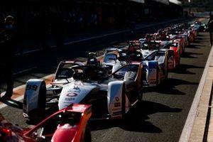 Formel-E-Autos in der Boxengasse