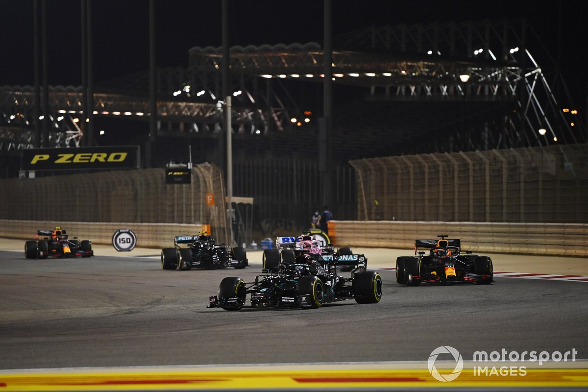 Lewis Hamilton, Mercedes F1 W11, Max Verstappen, Red Bull Racing RB16 e Sergio Perez, Racing Point RP20