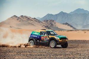 #335 X-Raid Mini JCW Rally Team: Guilherme Spinelli, Youssef Haddad