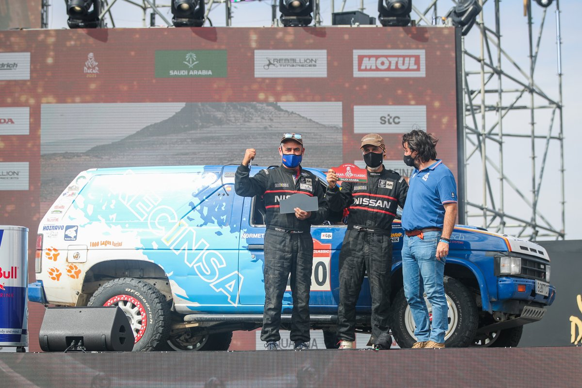#220 Recinsa Sport Nissan: Francisco J Benavente, Rio Rafael Benavente Del with David Castera, Director of the Dakar Rally