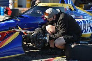 Crew member makes adjustments to Alexander Rossi's Andretti Autosport Honda