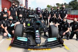 Lewi Hamilton, Mercedes F1 AMG with the team