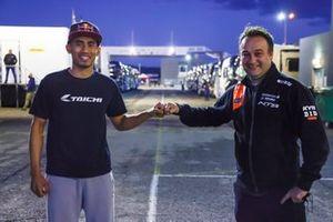 Hafizh Syahrin y el Team Manager del RW Racing GP, Jarno Janssen