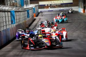 Oliver Rowland, Nissan e.Dams, Nissan IMO2, leads Alexander Sims, Mahindra Racing, M7Electro, and Jake Dennis, BMW I Andretti Motorsport, BMW iFE.21