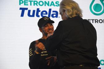 Lewis Hamilton y maestro Joao Carlos Martins