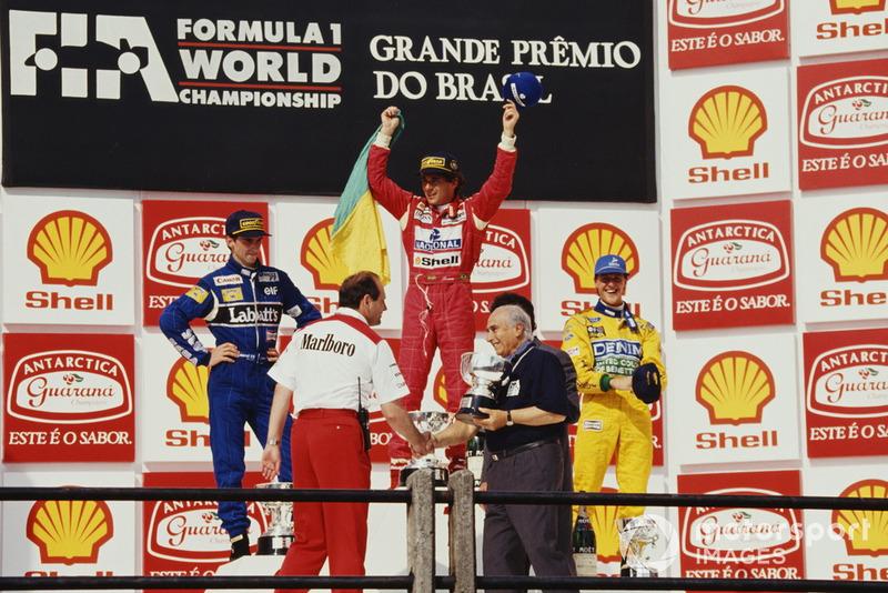Podium: 1. Ayrton Senna, 2. Damon Hill, 3. Michael Schumacher, mit Ron Dennis und Juan Manuel Fangio