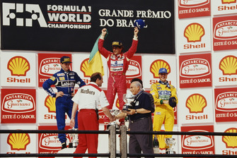 Ayrton Senna, McLaren, festeggia la vittoria sul podio, accanto al secondo classificato Damon Hill, Williams, e al terzo classificato Michael Schumacher, Benetton, as Juan Manuel Fangio presents the constructors trophy to Ron Dennis