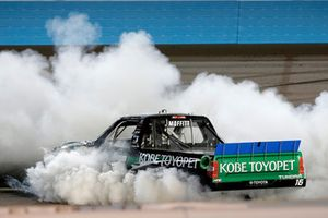 Race winner Brett Moffitt, Hattori Racing Enterprises, Toyota Tundra KOBE