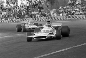 Jean Pierre Beltoise, Matra MS120 leads Chris Amon, March 701
