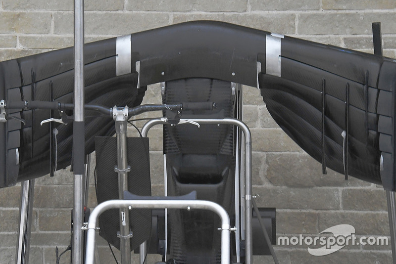Sauber C37 onderkant van de voorvleugel, detail