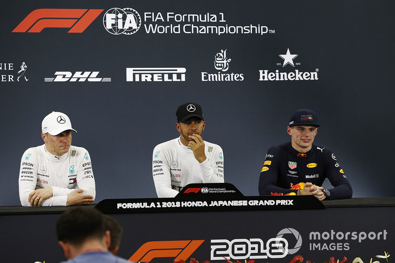 Le poleman Lewis Hamilton, Mercedes AMG F1, le second Valtteri Bottas, Mercedes AMG F1, et le troisième Max Verstappen, Red Bull Racing en conférence de presse