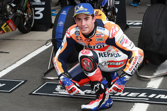 Pole: Marc Marquez, Repsol Honda Team ve Mick Doohan bot ve eldivenleri ile