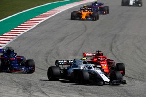 Sergey Sirotkin, Williams FW41, devant Sebastian Vettel, Ferrari SF71H, et Brendon Hartley, Toro Rosso STR13