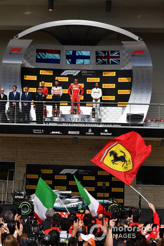 Max Verstappen, Red Bull Racing, Kimi Raikkonen, Ferrari et Lewis Hamilton, Mercedes AMG F1 sur le podium