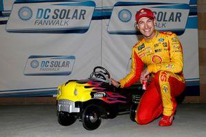 Poles sitter Joey Logano, Team Penske, Ford Fusion Shell Pennzoil