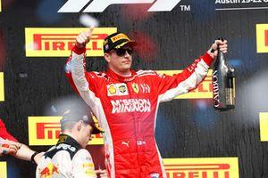 Podio: segundo lugar Max Verstappen, Red Bull Racing, ganador de la carrera Kimi Raikkonen, Ferrari