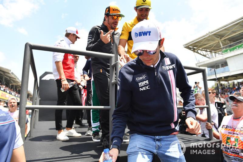 Esteban Ocon, Racing Point Force India F1 Team, Carlos Sainz Jr, Renault Sport F1 Team y Fernando Alonso, McLaren en el desfile de pilotos