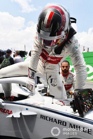 Charles Leclerc, Alfa Romeo Sauber C37 en la parrilla.