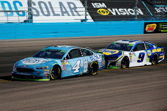 Kevin Harvick, Stewart-Haas Racing, Ford Fusion Busch Light and Chase Elliott, Hendrick Motorsports, Chevrolet Camaro NAPA Auto Parts