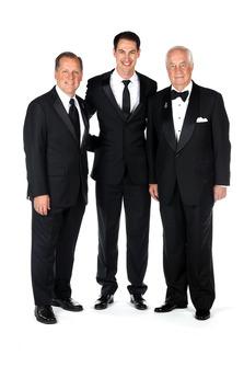 Il Campione Joey Logano, crew chief Todd Gordon e il proprietario del team Roger Penske, Team Penske