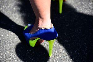 Une chaussure à talon aux couleurs de Rossi