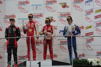 Podio Rookie Gara 3: Gianluca Petecof, Prema Theodore RacingPetr Ptacek, Bhaitech, Marzio Moretti