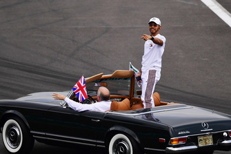 Lewis Hamilton, Mercedes AMG F1 on the drivers parade of Fernando Alonso, McLaren