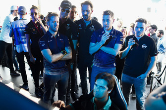 Sam Bird, Envision Virgin Racing, Andre Lotterer, DS TECHEETAH, Jean-Eric Vergne, DS TECHEETAH, Robin Frijns, Envision Virgin Racing, Oliver Rowland, Nissan e.Dams, watch Nelson Piquet Jr., Panasonic Jaguar Racing, on the eRace simulators