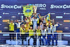 Equipe Eurofarma RC comemora título de pilotos e equipes em Interlagos