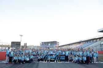 Il campione 2018 Gary Paffett, Mercedes-AMG Team HWA festeggia con il team
