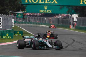 Lewis Hamilton, Mercedes AMG F1 W09 EQ Power+ and Daniel Ricciardo, Red Bull Racing RB14