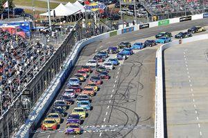 Kyle Busch, Joe Gibbs Racing, Toyota Camry M&M's Halloween, Joey Logano, Team Penske, Ford Fusion Shell Pennzoil