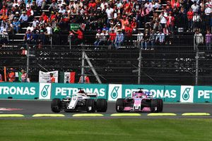 Marcus Ericsson, Sauber C37 and Sergio Perez, Racing Point Force India VJM11 battle