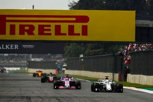 Marcus Ericsson, Sauber C37, Sergio Perez, Racing Point Force India VJM11, y Kevin Magnussen, Haas F1 Team VF-18