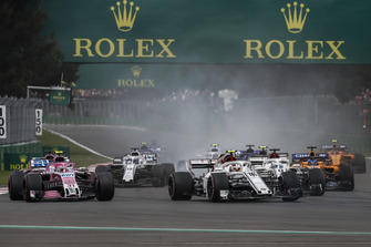 Charles Leclerc, Sauber C37 and Esteban Ocon, Racing Point Force India VJM11 battle